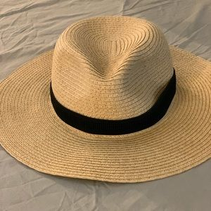madewell m/l straw hat (barely used)